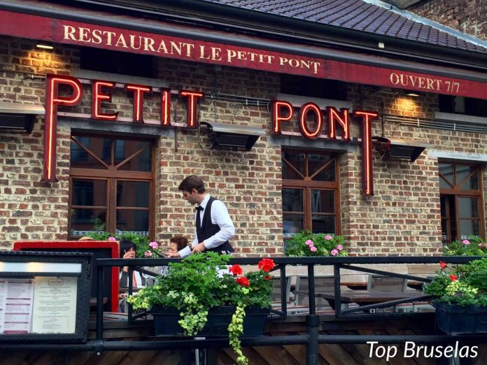 Terraza de Le Petit Pont