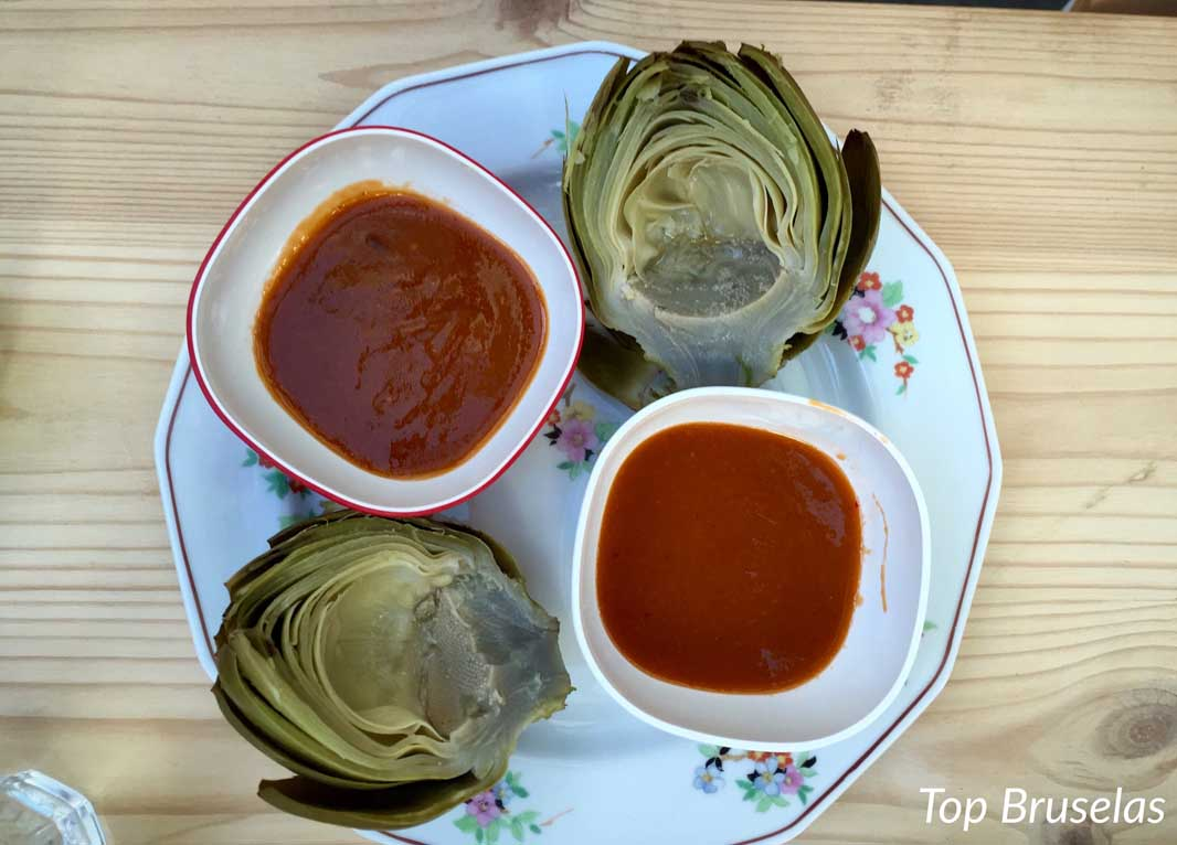 Les Filles alcachofas con salsa