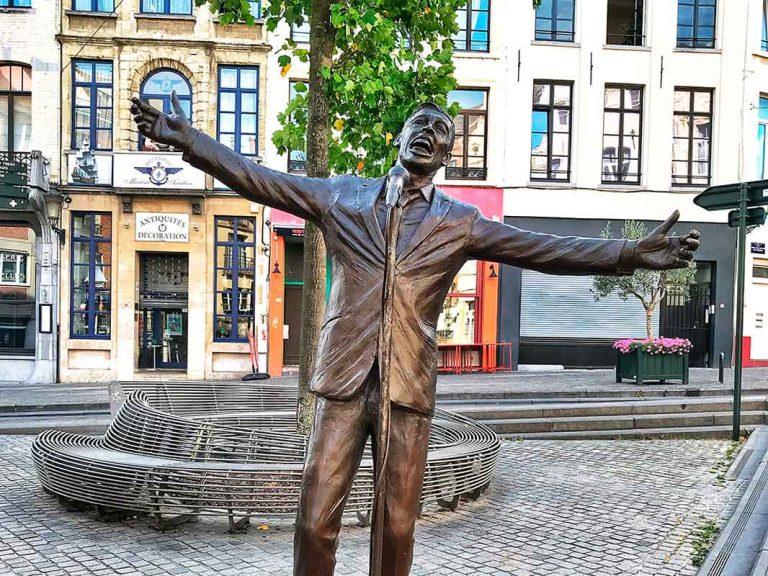 Estatua de Jacques Brel «El Vuelo»