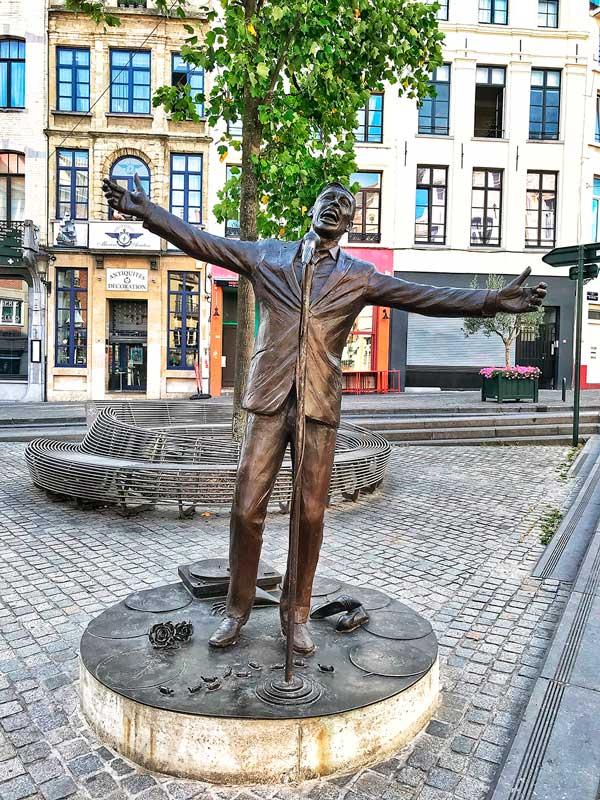"""Estatua de Jacques Brel """"El Vuelo"""""""
