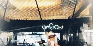 Mano sosteniendo un helado de La heladeria Gaston