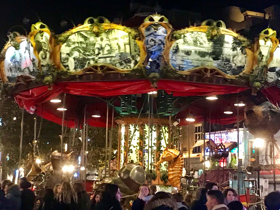 Carrusel - Tiovivo en la Place Sainte Catherine