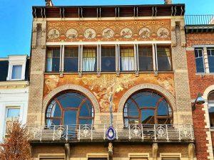 Vista parcial de la fachada de la Casa Ciamberlani