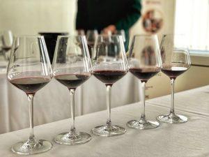Entrevista a Pablo Alvarez, copas de vino tinto