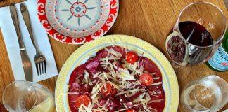 cocina plato con bresaola