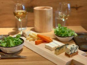 From el nuevo templo de quesos tabla de quesos y ensaladas