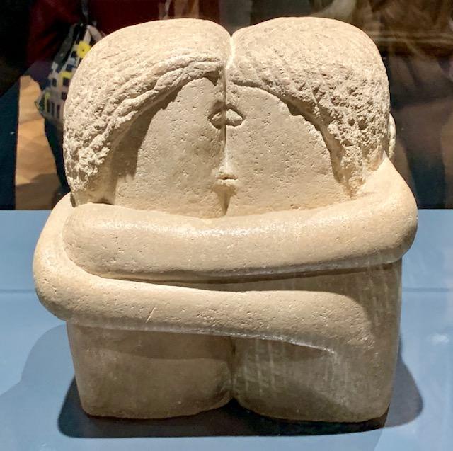 """Obra """"El beso"""" en la exposición sobre Brâncusi en Bruselas, diciembre 2019"""