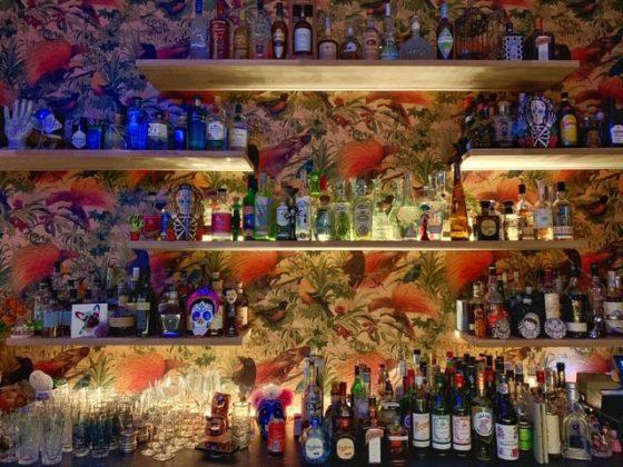 Edgars Flavors celebrando la amistad eterna en Ixelles vista barra