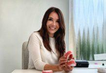 Un café con Maria Orellana, en su despacho enseñando los modelos de encías