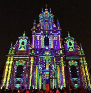 Bright Brussels iglesia de colores