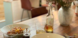 Dream Food mesa con dos platos