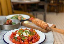 Le conteur ensalada de tomate y challah