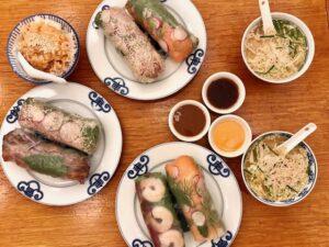 Restaurantes informales Knees to chin